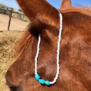 Jewelry - Turquoise white beaded choker